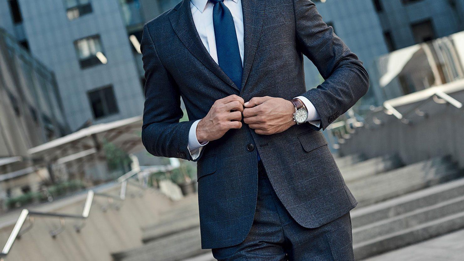 10c0b839c07f63 商談の内容に合わせてスーツを変える。時には相手の好みに合わせてネクタイも変えることもあるほど。