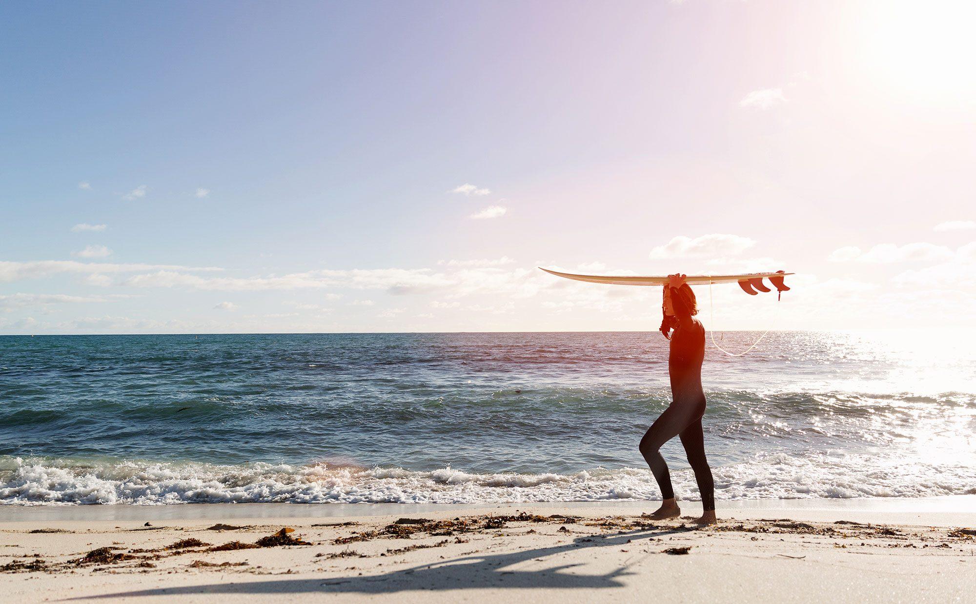 「サーフィン生活はやめられない」海に魅了されて生きる暮らし
