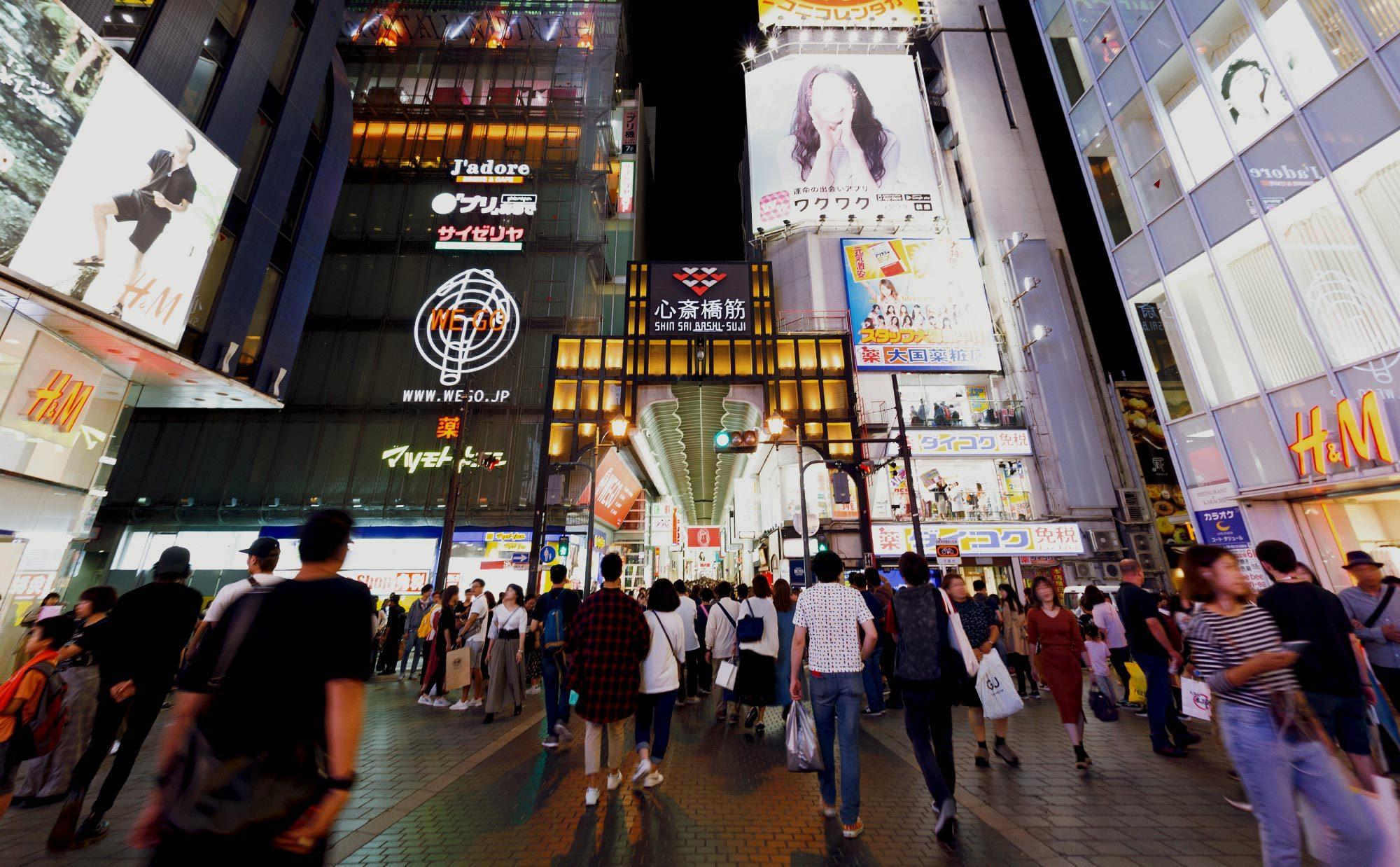 大阪の中心といえば? 人情とトレンド溢れる心斎橋筋商店街で暮らそう