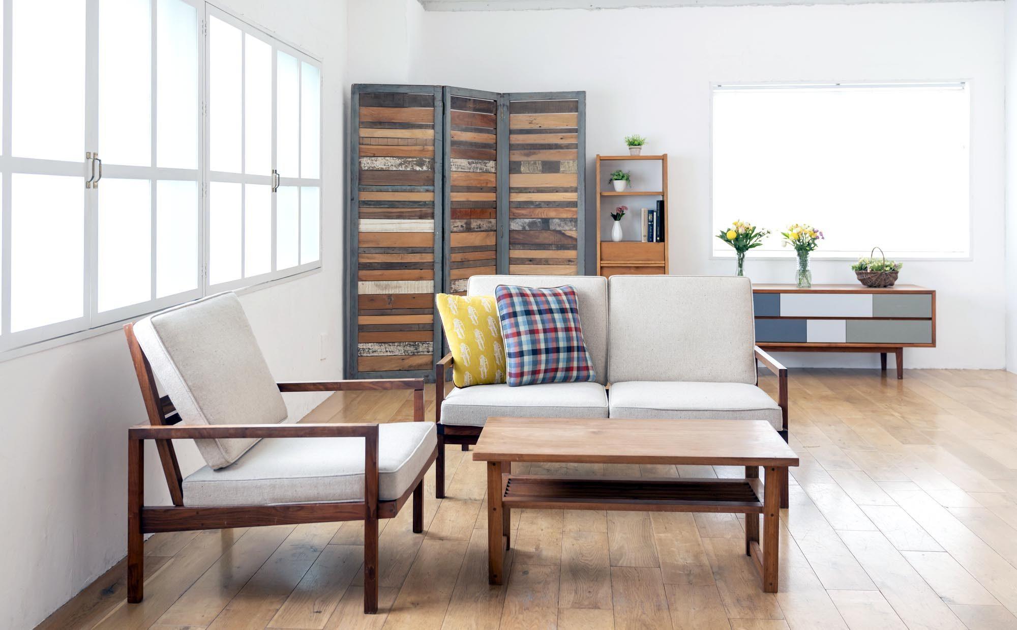 マンションで自然素材のインテリアを楽しもう、無垢家具のある暮らし