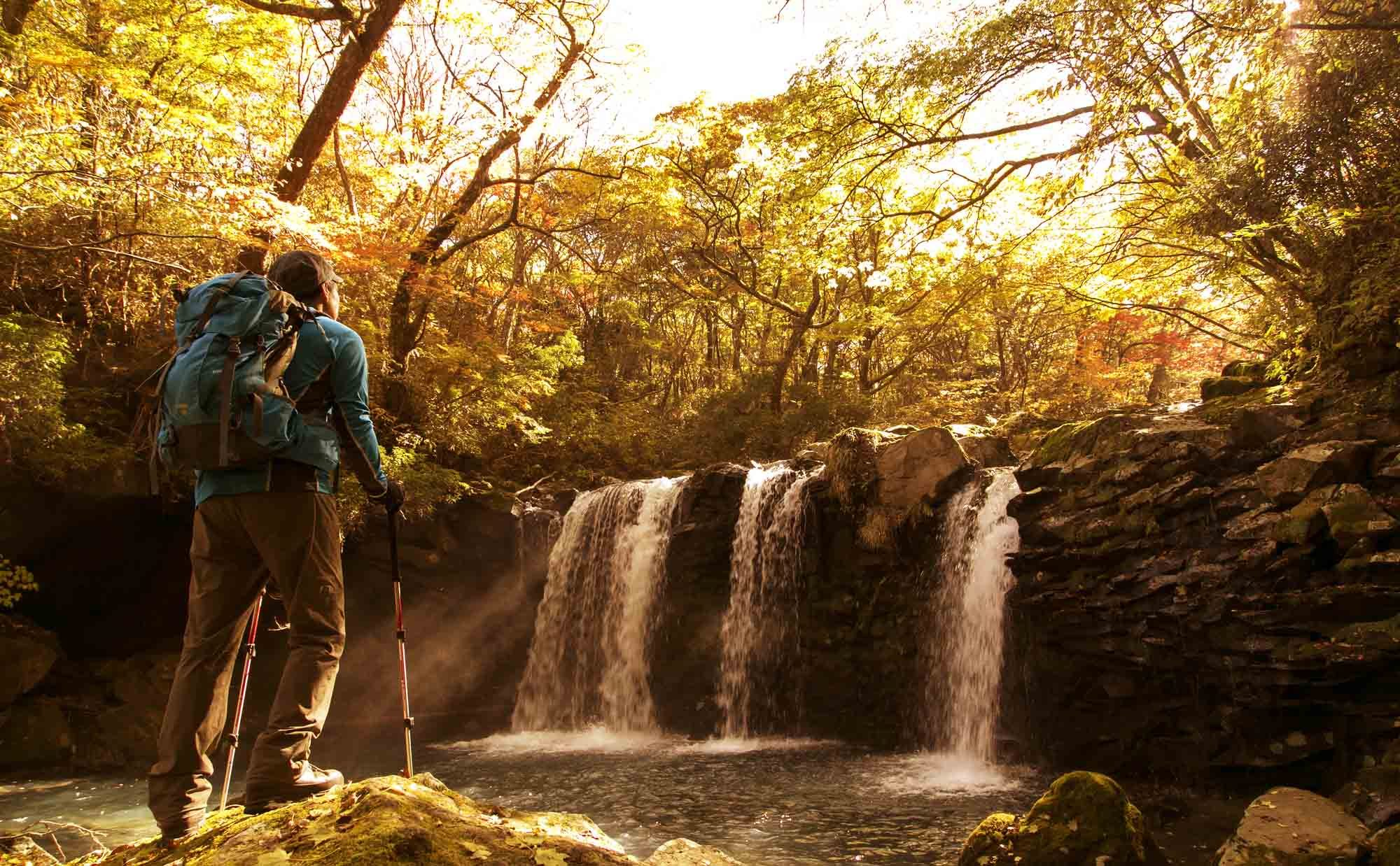 渓谷の美しさを存分に味わおう、「沢登り」の魅力と注意点を解説