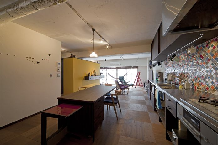 【リノベ暮らしな人々】玄関からキッチン、ダイニング、リビングと一直線につながるシンプルな間取り