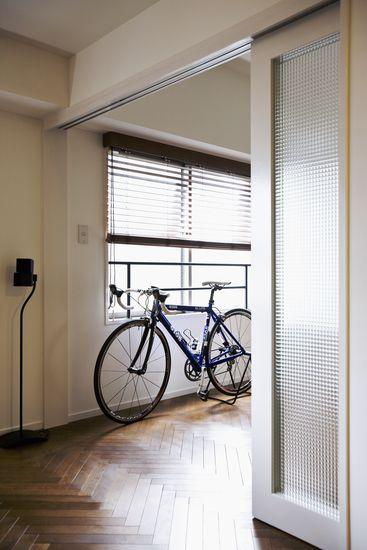 【リノベ暮らしな人々】西側の洋室は、引き戸の建具を開け放つと一体感のある空間に