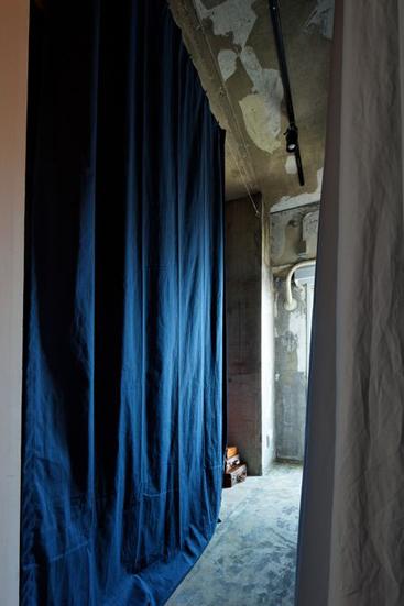 【リノベ暮らしな人々】カーテンで仕切ったシンプルな収納