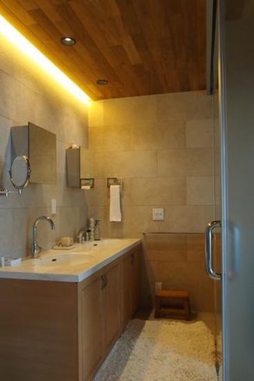 【リノベ暮らしな人々】柔らかな間接照明のゆったりした洗面スペース